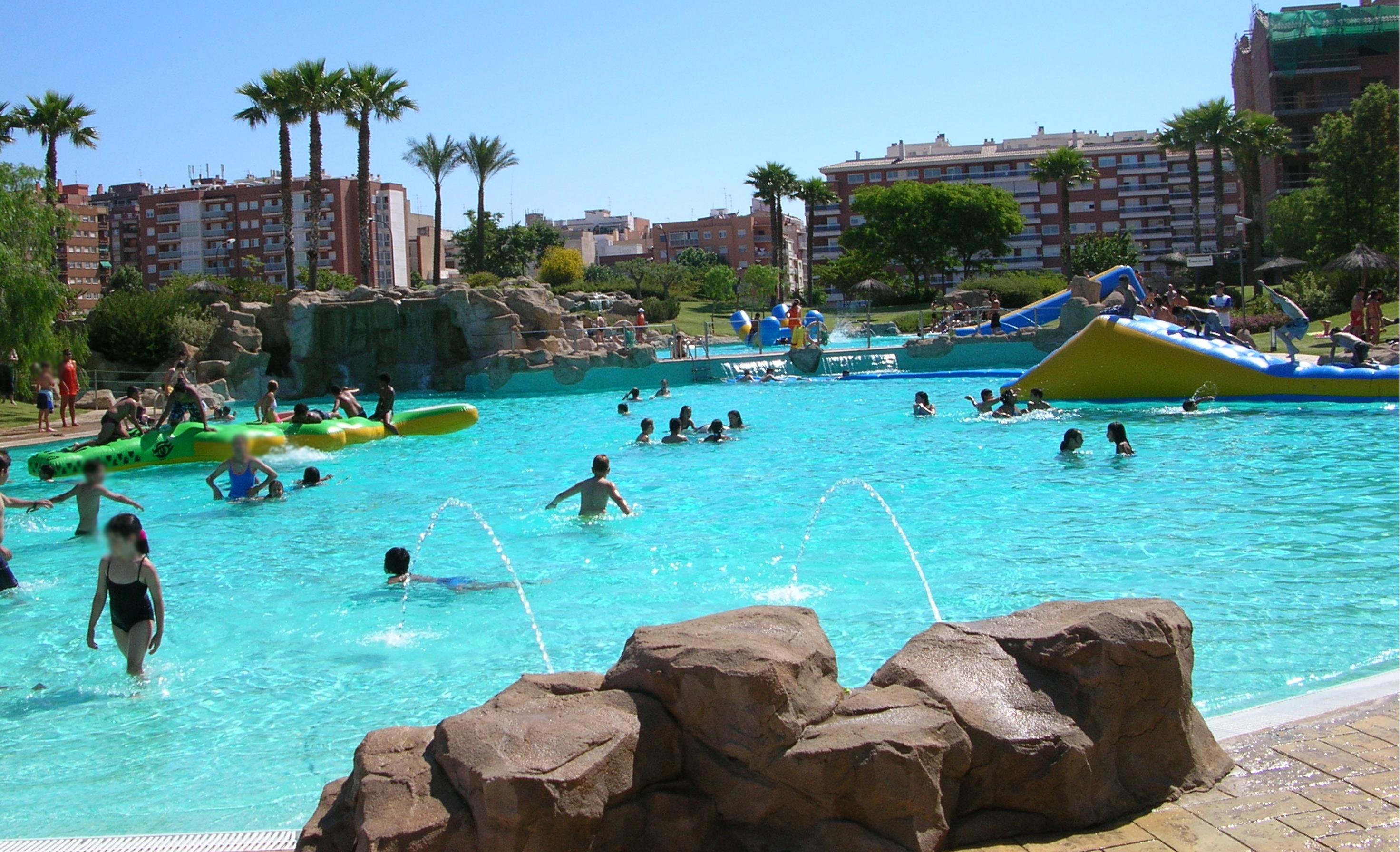 Les piscines municipals de reus obren la temporada de bany for Piscines municipals girona