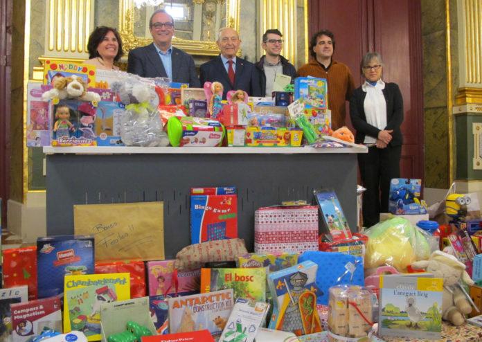El Conservatori de la Diputació a Reus lliura a Creu Roja les joguines recollides durant els concerts i activitats de la campanya Música x Joguines