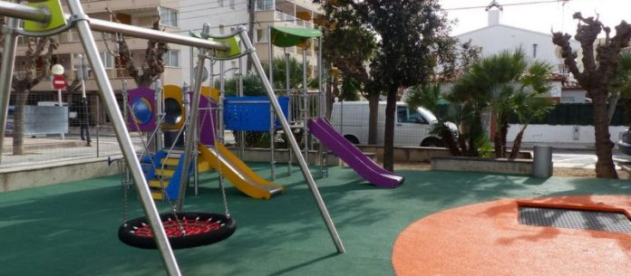 zones amb jocs infantils