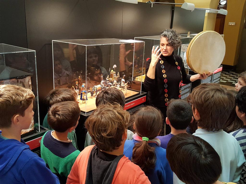 Un centenar de personatges de plastilina recorren la història de la música en una exposició al Pati de la Diputació de Tarragona