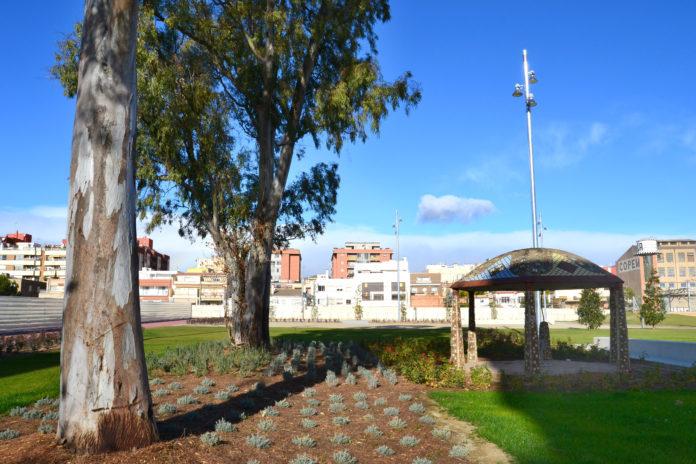 L'Ajuntament inicia la instal·lació dels jocs esportius i de lleure al parc de la zona de Mas Mainer