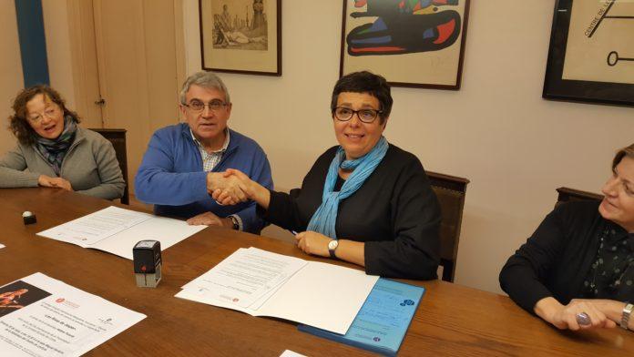 Signatura del conveni entre el Centre de Lectura i el Collège Française International Marguerite Yourcenar de Reus