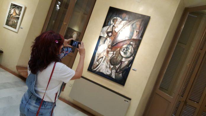 L'exposició 'Els sons de l'espai', del pintor Manuel Gallardo, omple de color el Palau Bofarull de la Diputació a Reus