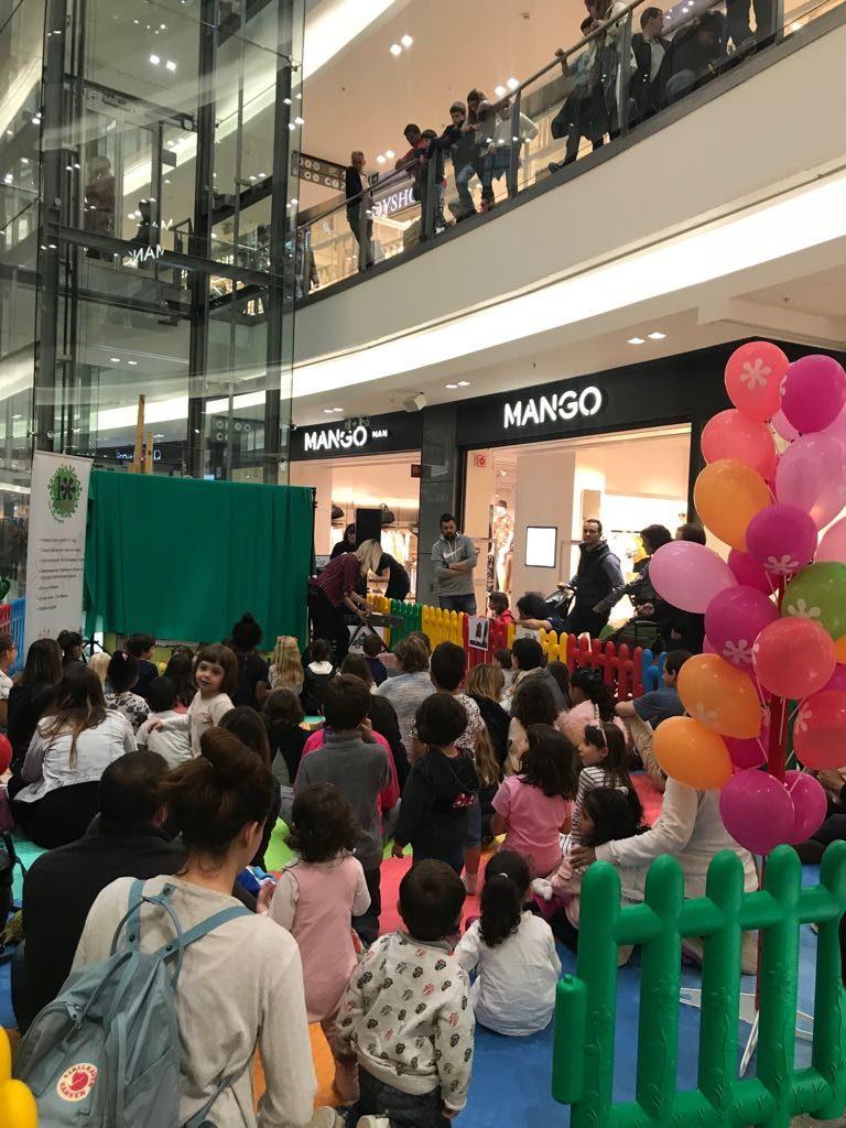 La representació teatral La Martina Kids&Us ha fet aquest dissabte a La Fira Centre Comercial