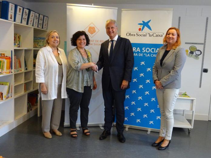 """L'Obra Social """"la Caixa"""" dóna suport econòmic a tres programes d'atenció a la infància i a la gent gran de l'Ajuntament"""