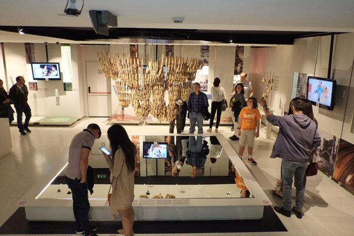 Imatge d'arxiu d'una visita al Gaudí Centre