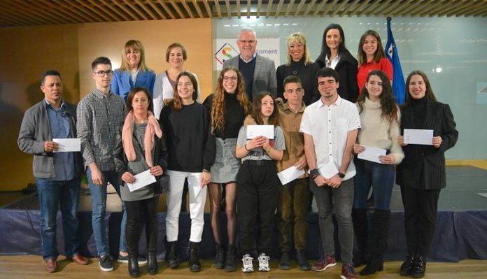 L'AJUNTAMENT DE SALOU LLIURA 10 BEQUES UNIVERSITÀRIES ALS ESTUDIANTS DEL MUNICIPI PEL MILLOR RENDIMENT ACADÈMIC
