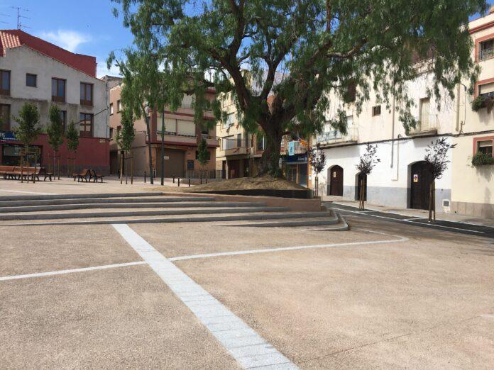 L'Ajuntament obre la plaça Miramar de Mont-roig del Camp als vianants