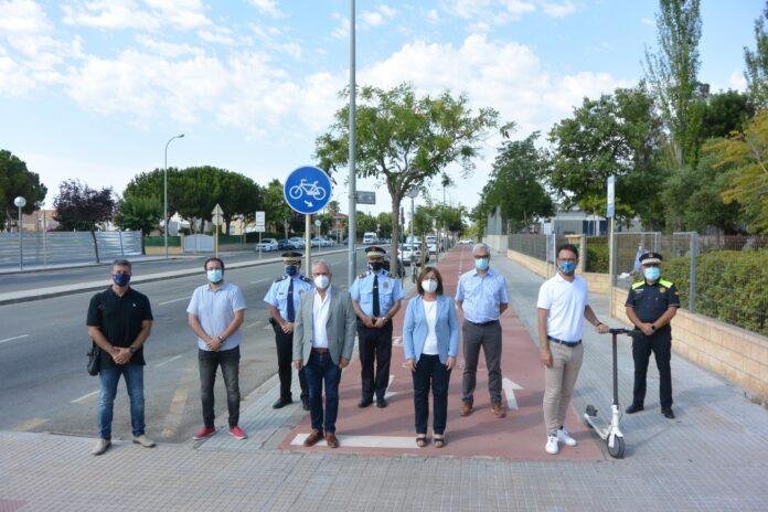 Salou, Cambrils i Vila-seca presenten les bases per a una futura normativa que regularà l'ús dels patinets elèctrics i bicicletes assistides