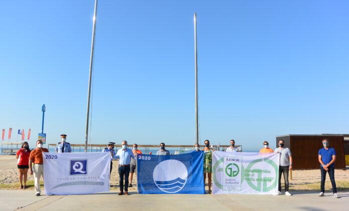 Salou hissa les banderes que certifiquen 'l'excel·lent' qualitat de les platges